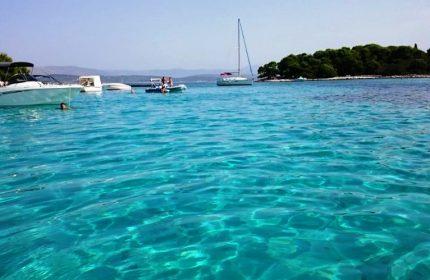 Blue lagoon – Solta Nakiros charter Tour